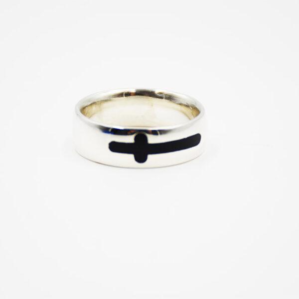 Ασημένιο δαχτυλίδι διακοσμημένο με σταυρό