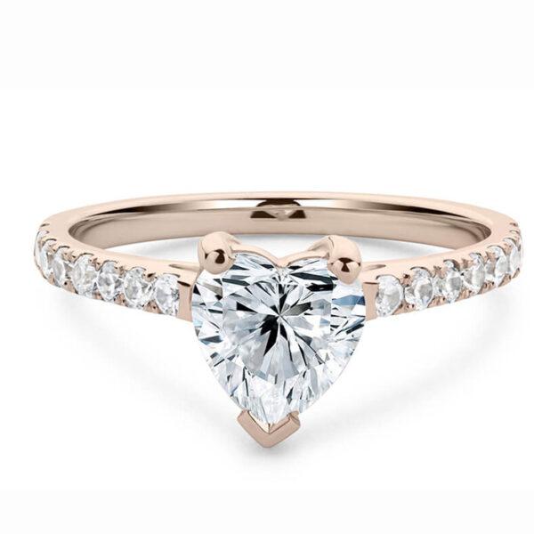 μονόπετρο δαχτυλίδι με πολύτιμες λεπτομέρειες