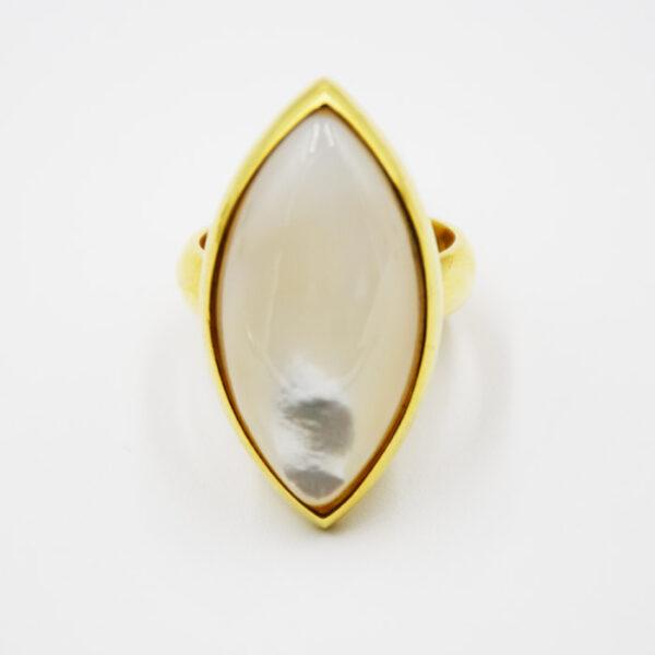 μοντέρνο δαχτυλίδι με φίλντισι σε σχήμα νύχι