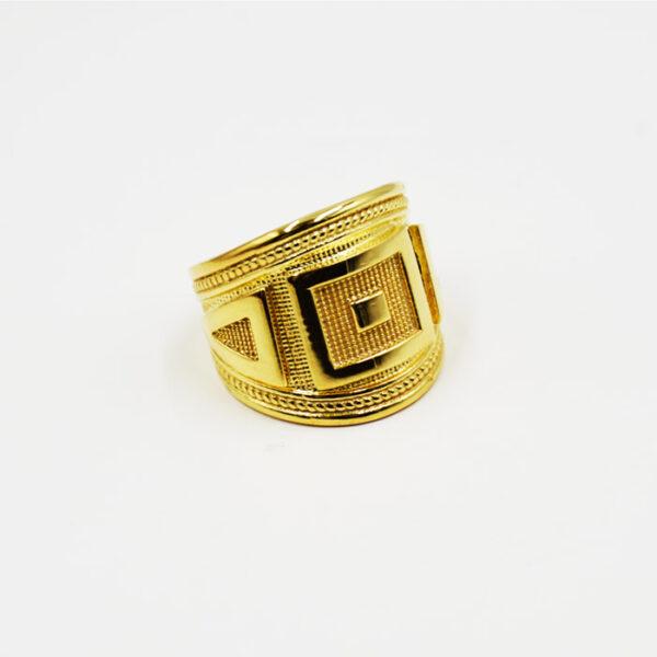 ανδρικό ασημένιο δαχτυλίδι σε κίτρινο χρυσό