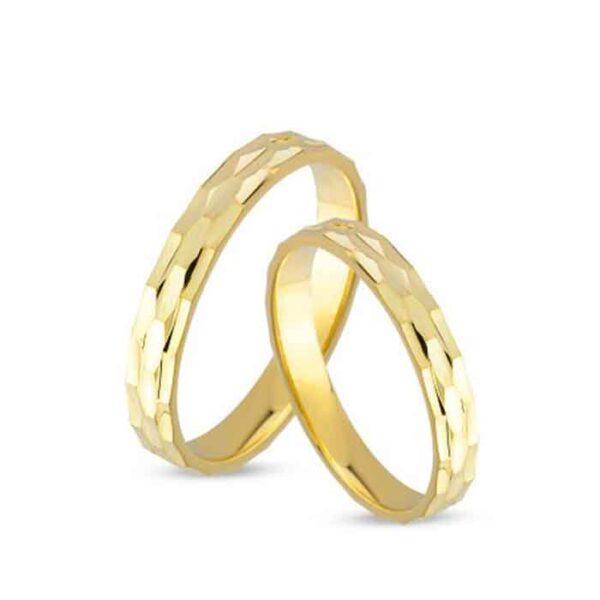 Χρυσές βέρες γάμου με διαχρονικό σχέδιο